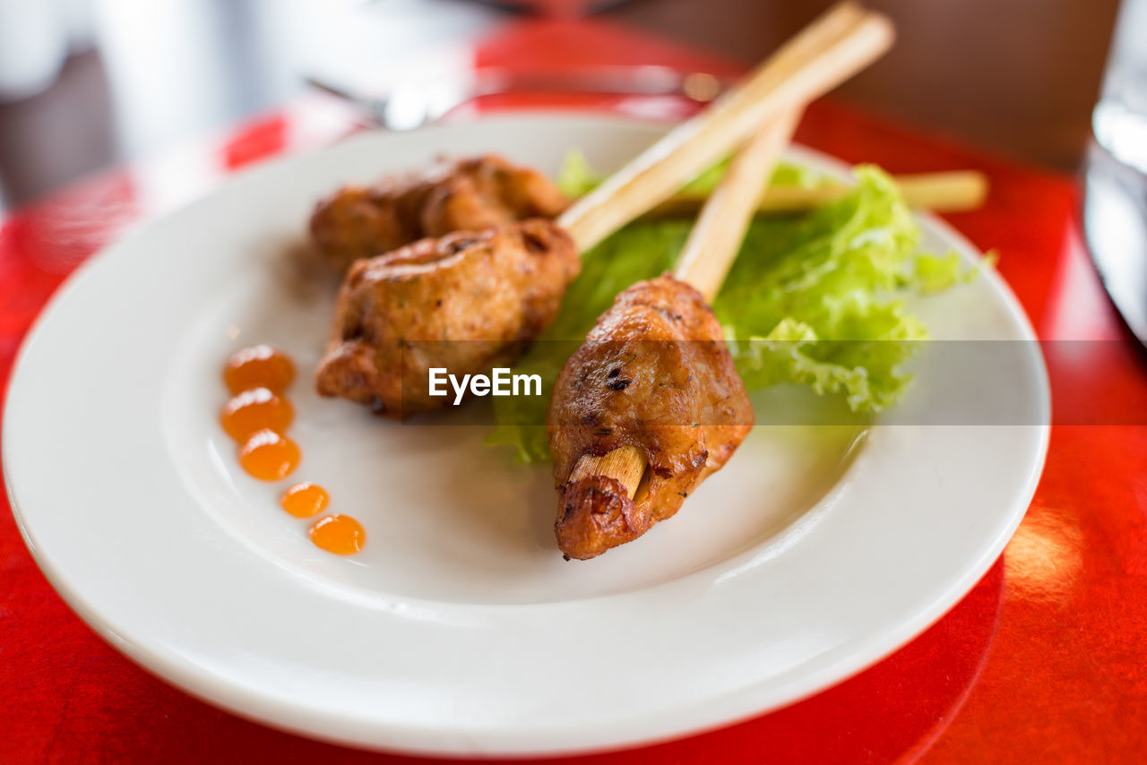 plate, ready-to-eat, food and drink, food, meat, table, close-up, indoors, focus on foreground, serving size, freshness, chicken meat, still life, chicken, indulgence, no people, wellbeing, healthy eating, appetizer, chicken wing, temptation, fried chicken, garnish, white meat, snack