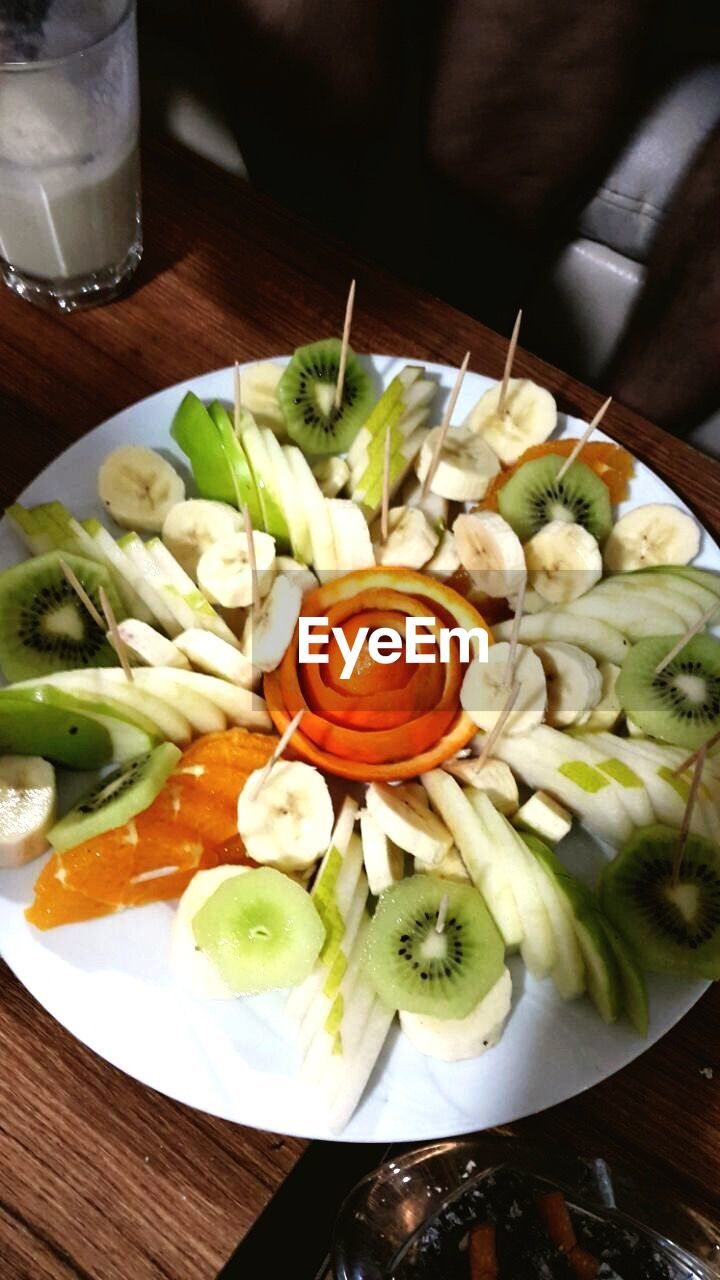food and drink, food, freshness, healthy eating, vegetable, indoors, table, serving size, no people, ready-to-eat, slice, plate, bowl, close-up, chopped, day