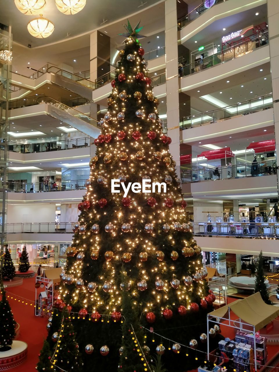VIEW OF CHRISTMAS TREE IN SHOPPING MALL