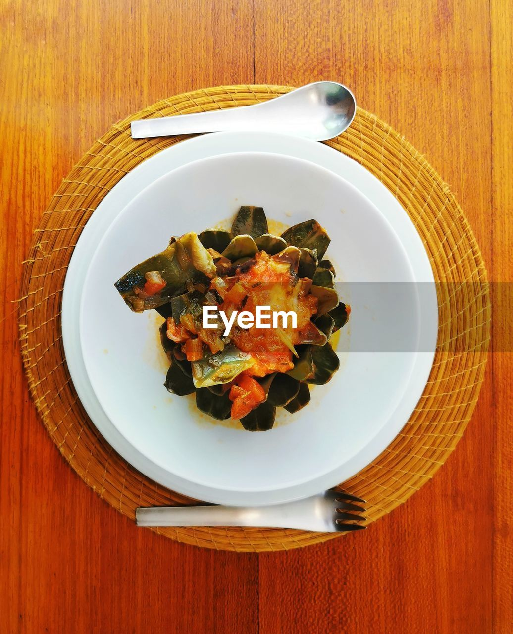 table, food, food and drink, plate, ready-to-eat, still life, wood - material, freshness, indoors, healthy eating, directly above, wellbeing, no people, serving size, high angle view, close-up, kitchen utensil, meal, vegetable, indulgence, temptation, crockery