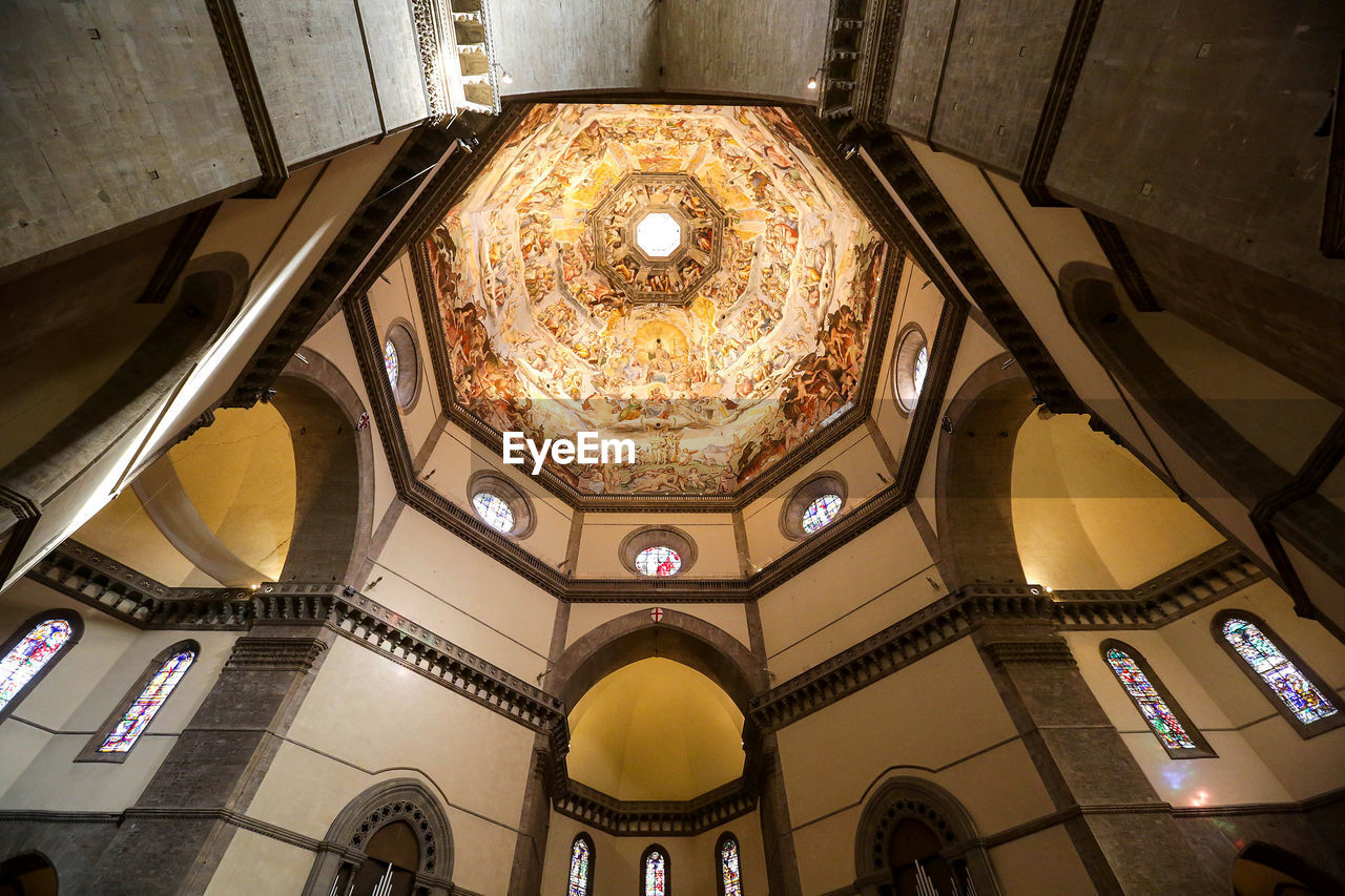 indoors, architecture, ceiling, built structure, low angle view, no people, illuminated, place of worship, dome, cupola, day