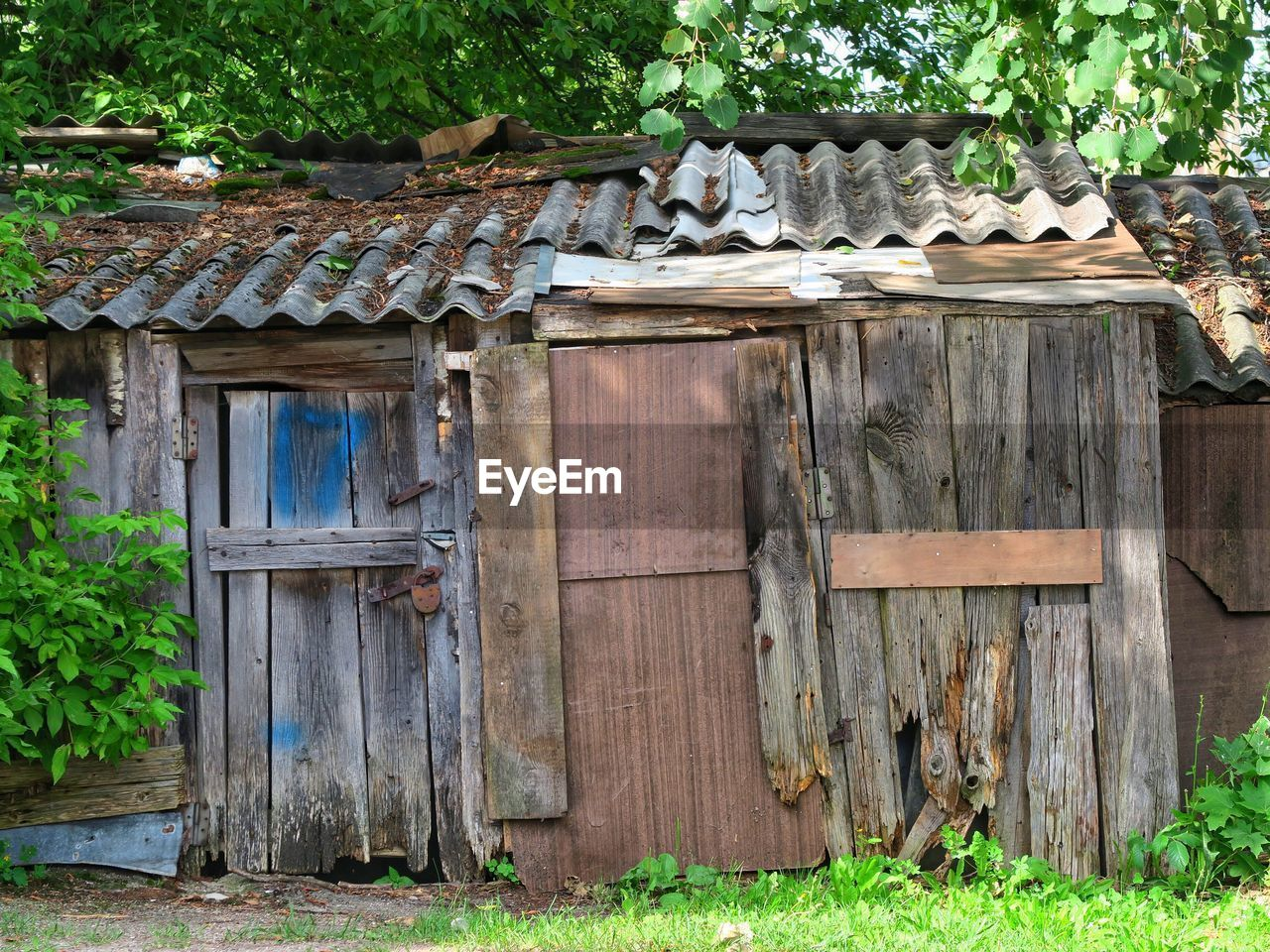 wood - material, roof, outdoors, house, built structure, day, architecture, no people, building exterior, timber, tree, nature