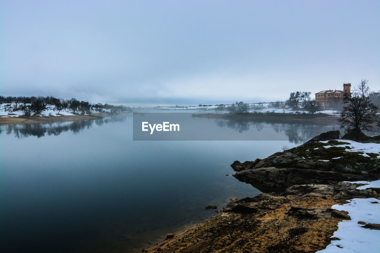 SCENIC VIEW OF LAKE DURING WINTER AGAINST SKY