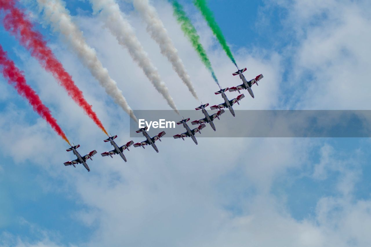airplane, air vehicle, cloud - sky, flying, airshow, on the move, mode of transportation, sky, teamwork, transportation, vapor trail, cooperation, smoke - physical structure, plane, motion, fighter plane, low angle view, speed, travel, order, no people, outdoors, aerobatics