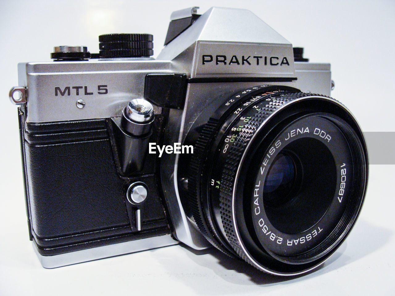 camera - photographic equipment, photography themes, lens - optical instrument, old-fashioned, camera, technology, retro styled, no people, vintage, digital camera, slr camera, close-up, indoors, white background, digital single-lens reflex camera, camera flash, day