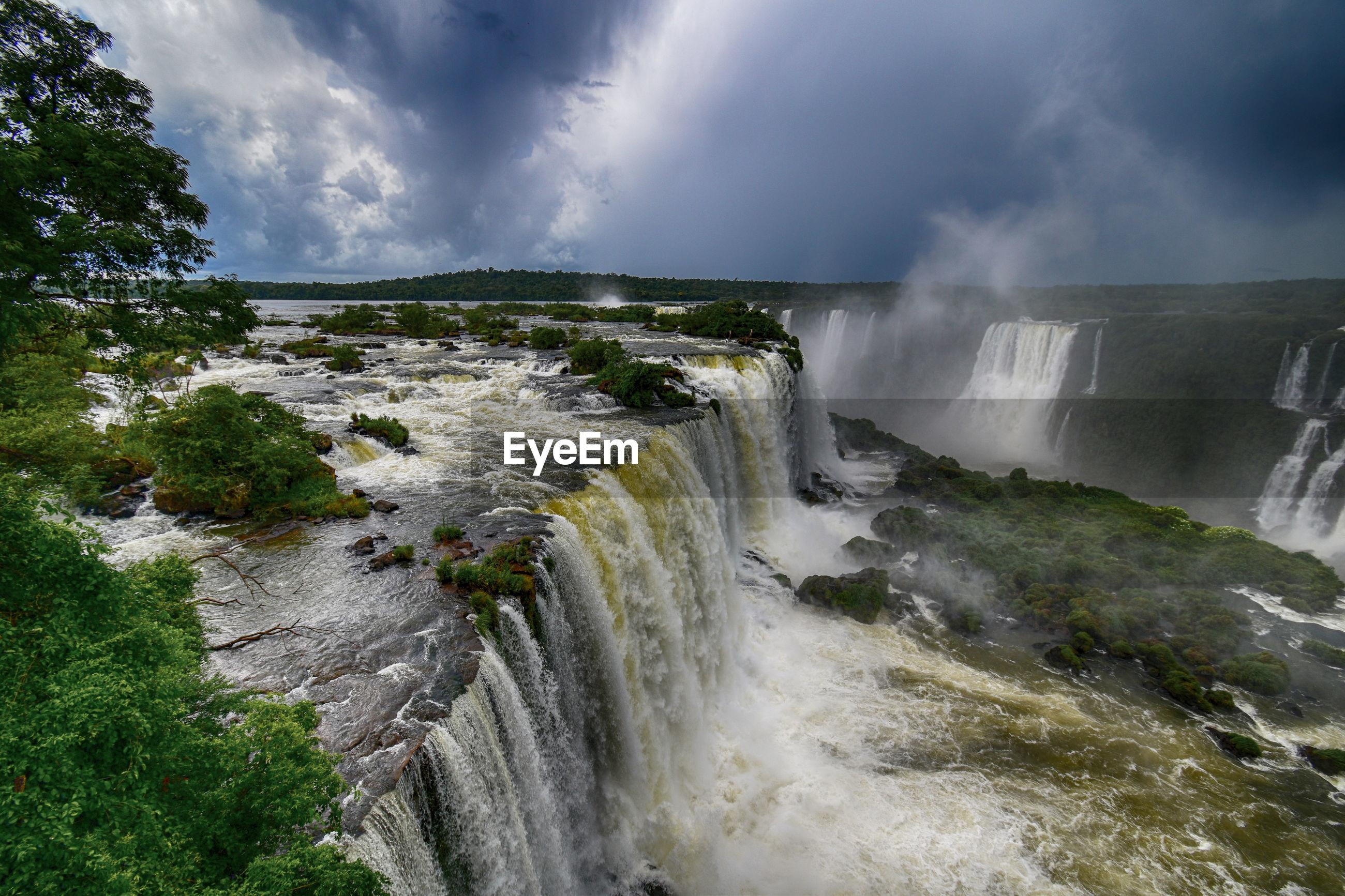World's largest waterfall - cataratas do iguaçu