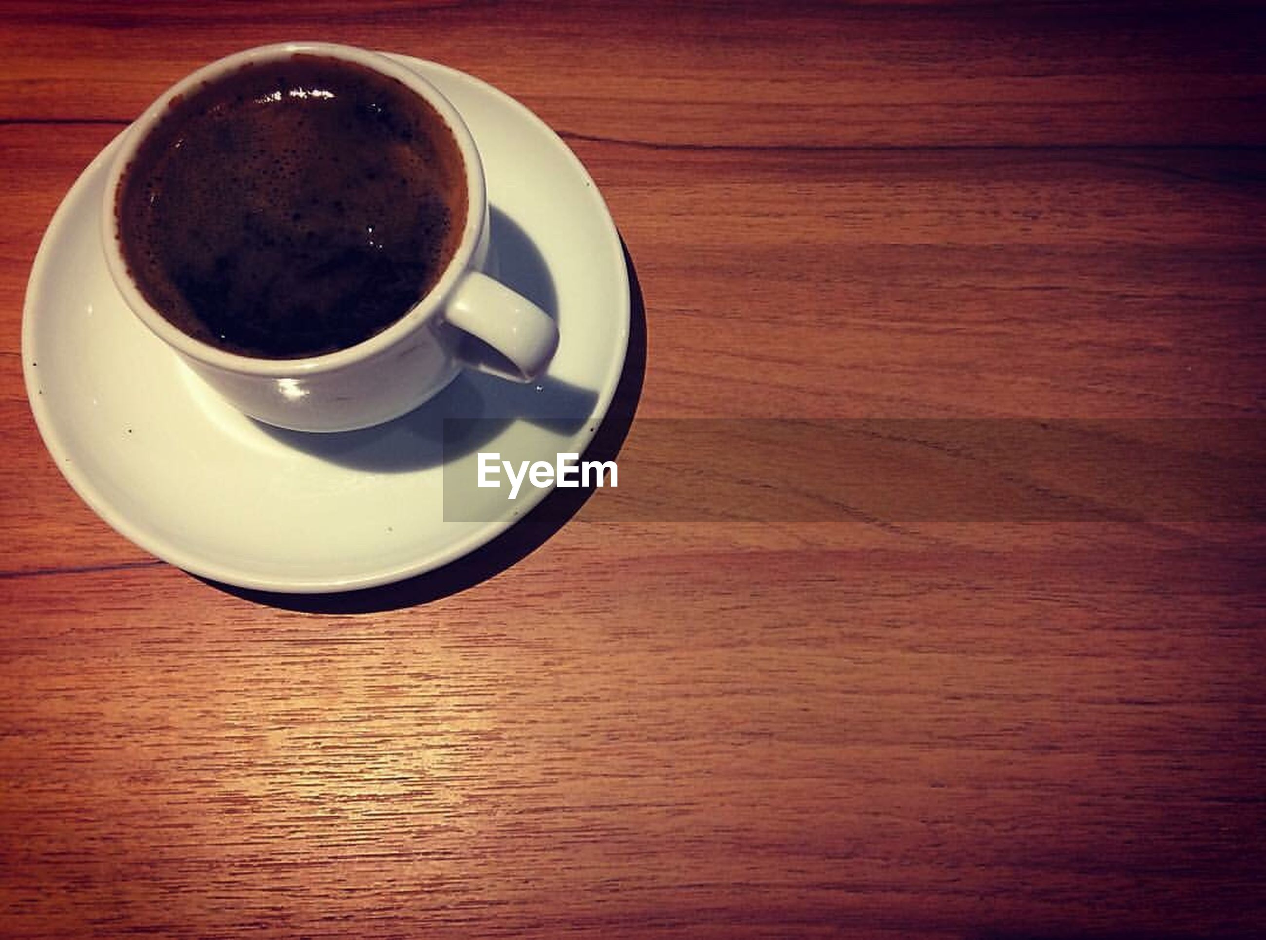 table, coffee cup, drink, refreshment, coffee - drink, cup, food and drink, wood - material, close-up, no people, freshness, indoors, day