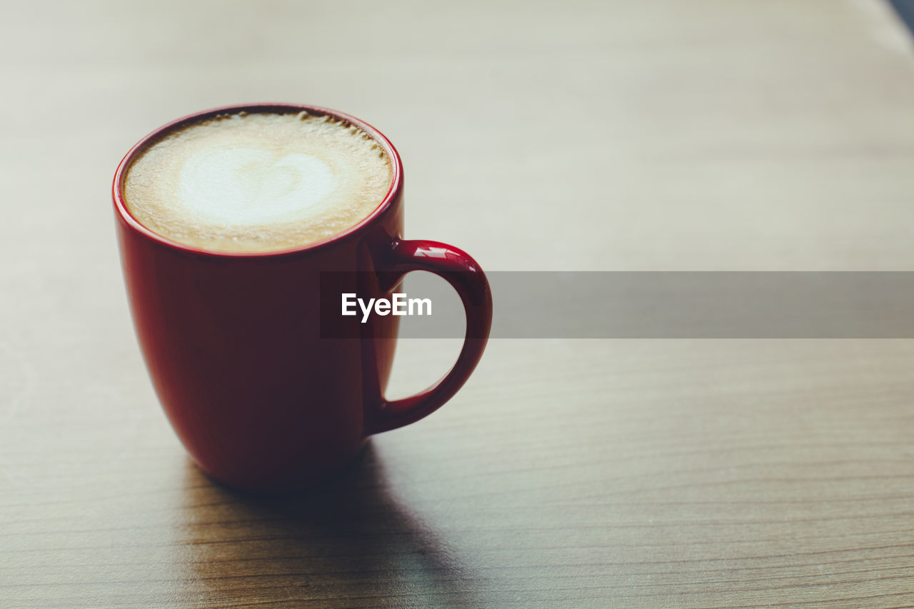 mug, cup, coffee, coffee cup, table, still life, drink, coffee - drink, refreshment, indoors, food and drink, close-up, frothy drink, no people, hot drink, freshness, focus on foreground, cappuccino, froth art, wood - material, latte, non-alcoholic beverage, crockery
