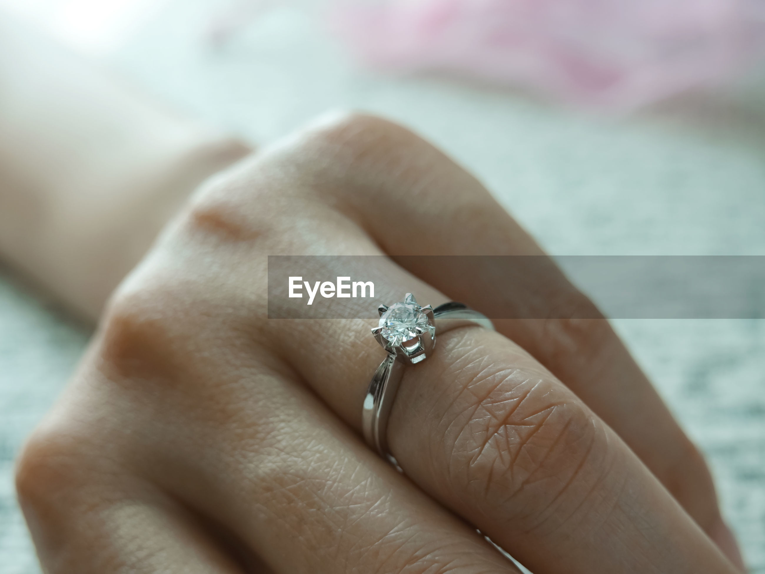 Cropped hand of woman wearing wedding ring