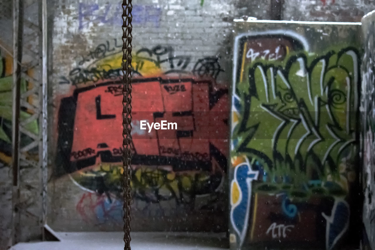 graffiti, multi colored, no people, day, close-up, built structure, outdoors, architecture