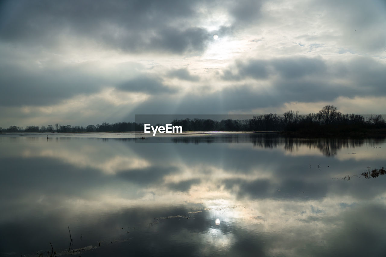cloud - sky, sky, water, tranquility, tranquil scene, beauty in nature, scenics - nature, reflection, nature, lake, no people, waterfront, idyllic, non-urban scene, overcast, outdoors, day, ominous, reflection lake