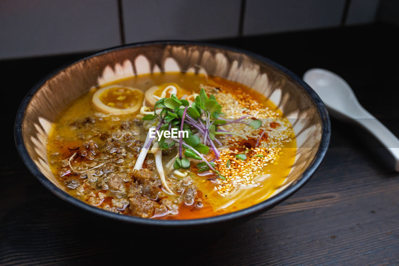 HIGH ANGLE VIEW OF FRESH SOUP IN BOWL