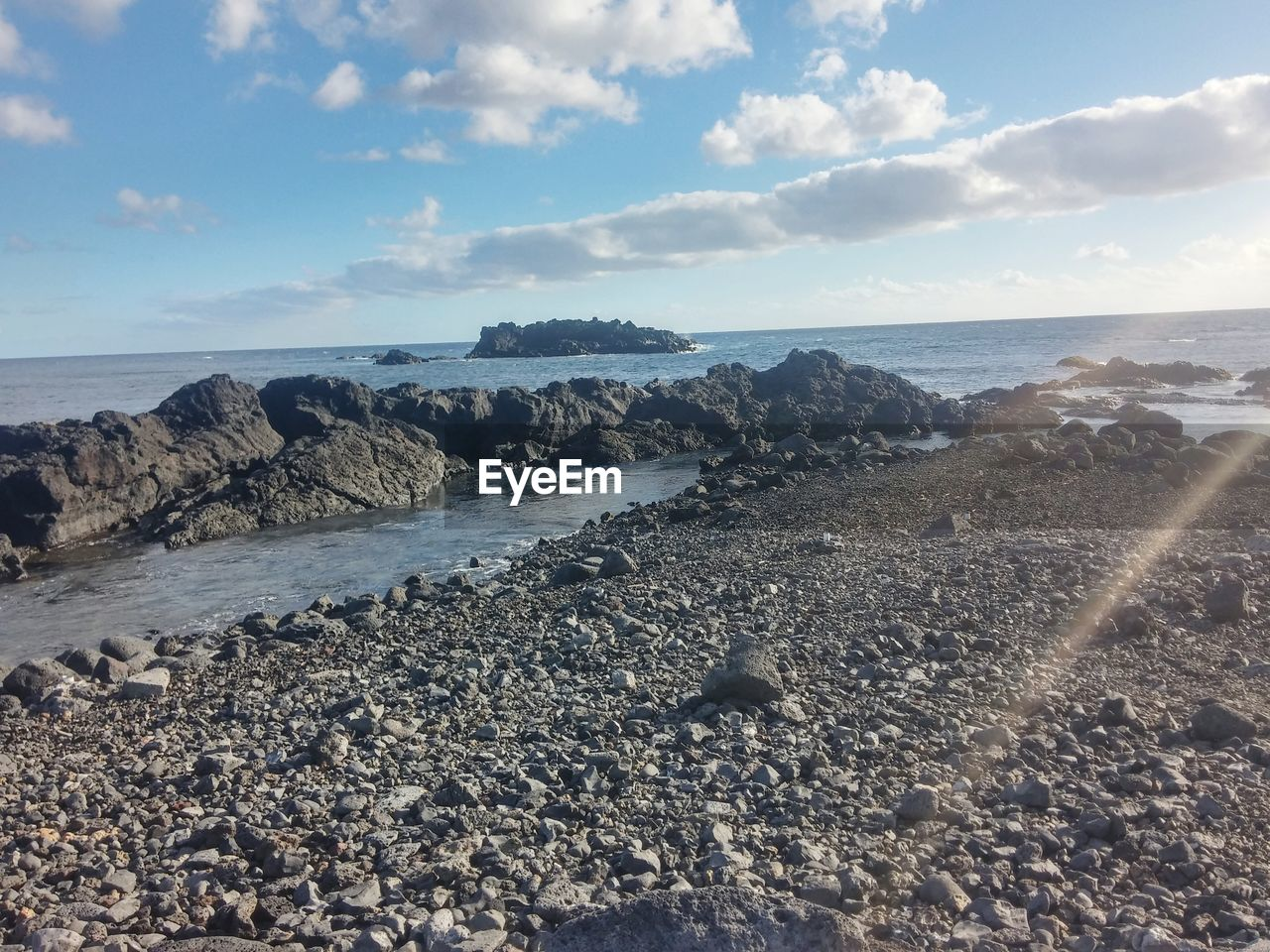 sea, water, nature, horizon over water, beauty in nature, sky, scenics, tranquility, tranquil scene, rock - object, outdoors, no people, beach, day, cloud - sky, pebble beach