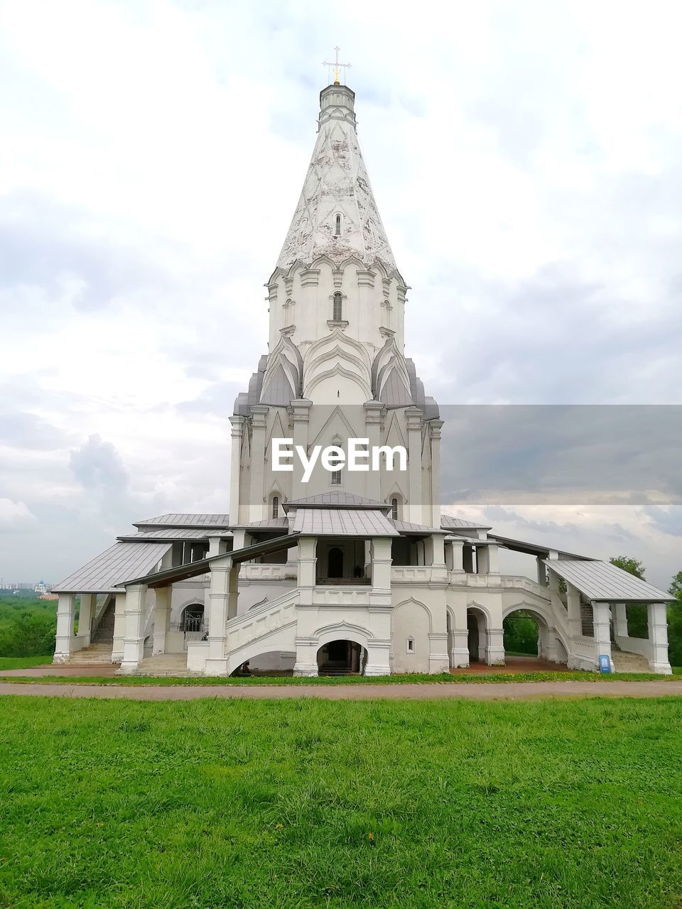 VIEW OF TEMPLE AGAINST BUILDING