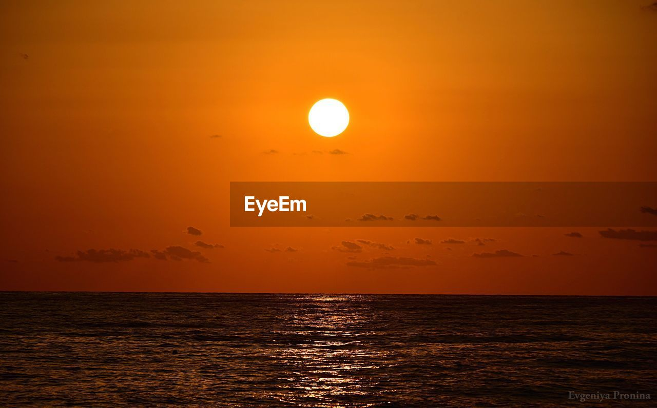 sky, scenics - nature, beauty in nature, sea, sunset, water, horizon over water, orange color, tranquil scene, horizon, sun, tranquility, idyllic, waterfront, non-urban scene, nature, no people, silhouette, outdoors, astronomy