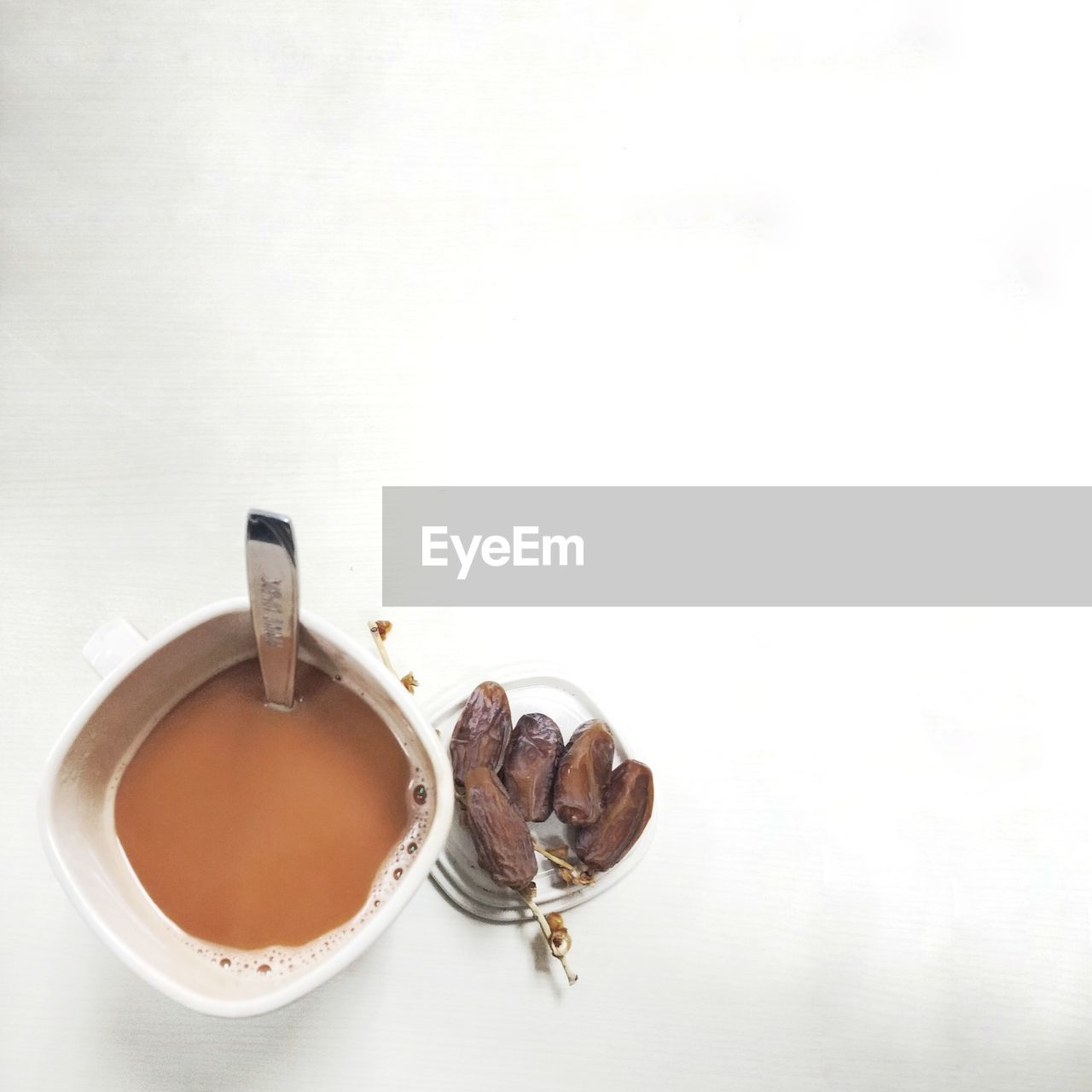 food and drink, drink, cup, refreshment, coffee - drink, indoors, mug, coffee, food, studio shot, copy space, white background, freshness, coffee cup, tea, still life, hot drink, tea - hot drink, directly above, table, no people, tea cup