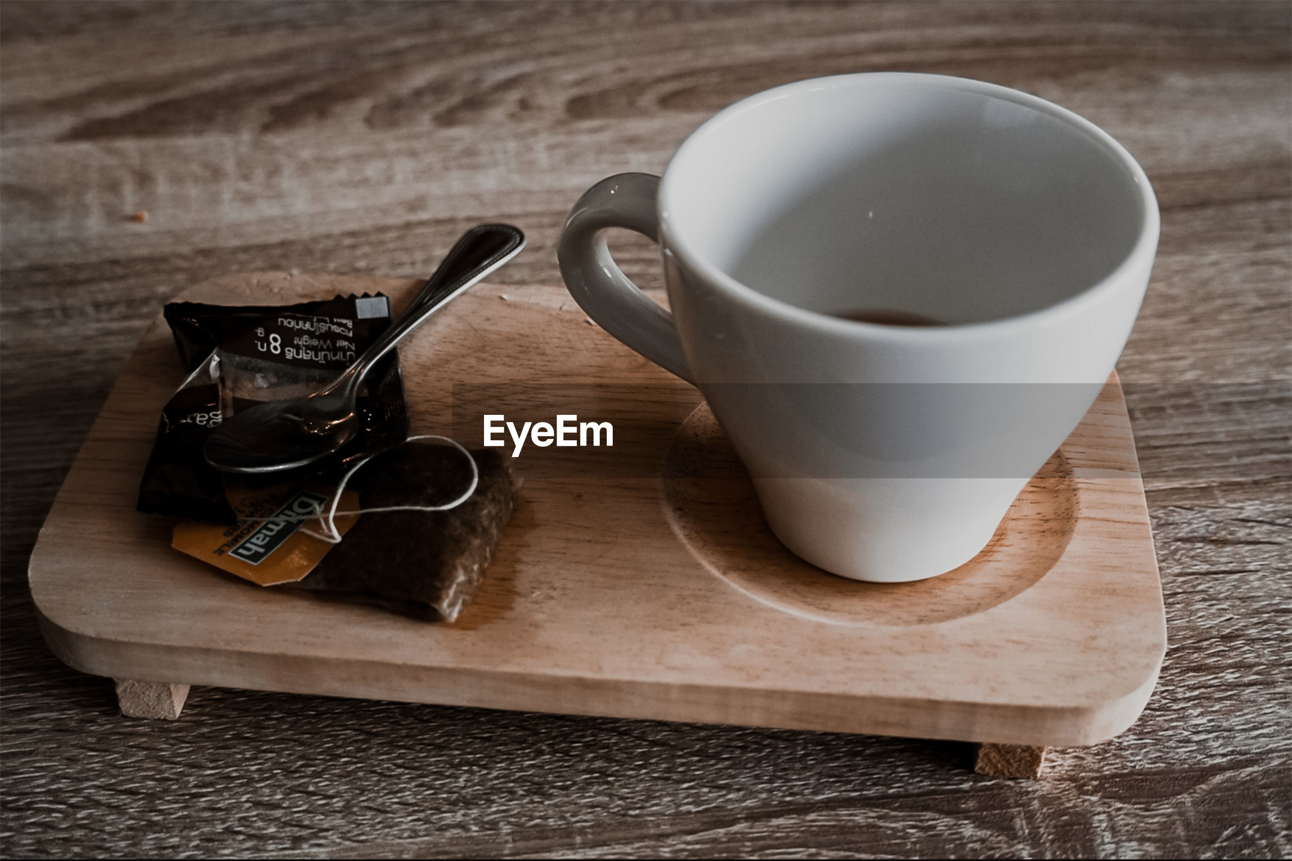 HIGH ANGLE VIEW OF COFFEE CUP AND TABLE