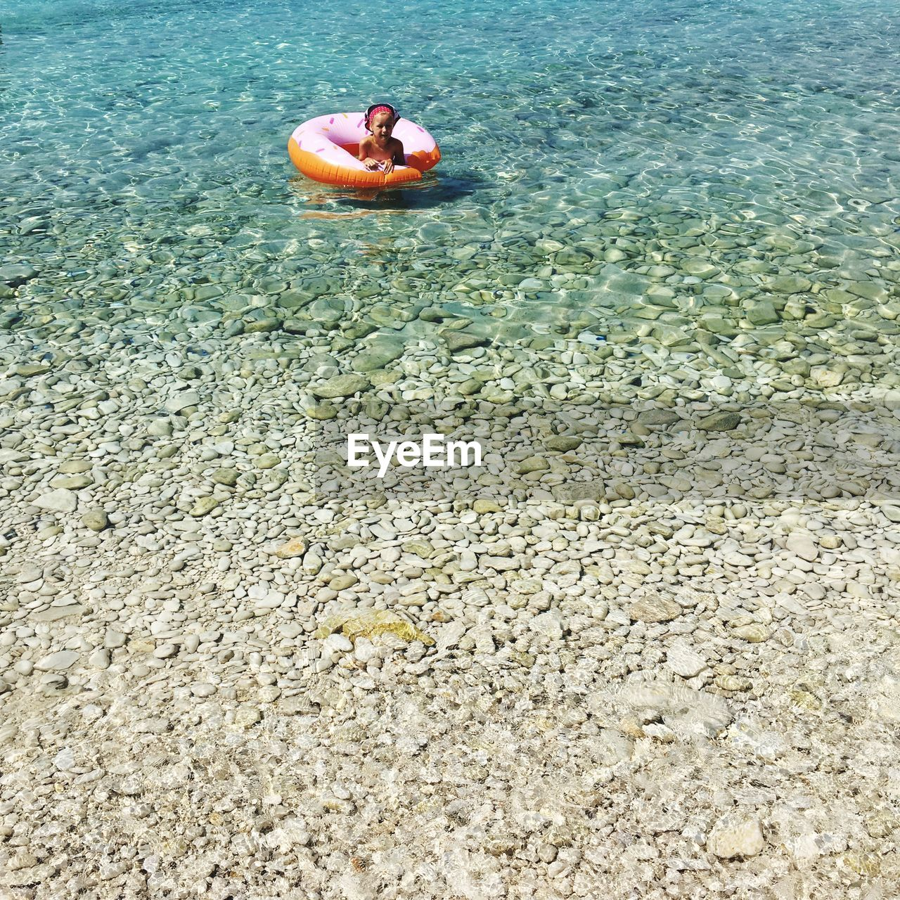 water, one person, real people, leisure activity, sea, lifestyles, nature, day, holiday, relaxation, high angle view, swimming, vacations, trip, waterfront, beauty in nature, beach, tranquility, outdoors, inflatable, floating on water