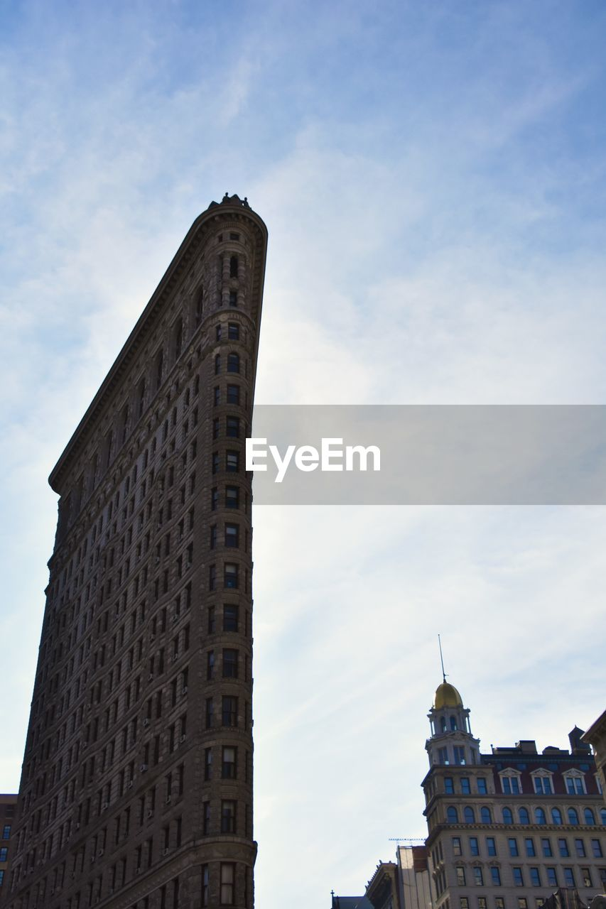 LOW ANGLE VIEW OF HISTORIC BUILDING AGAINST SKY