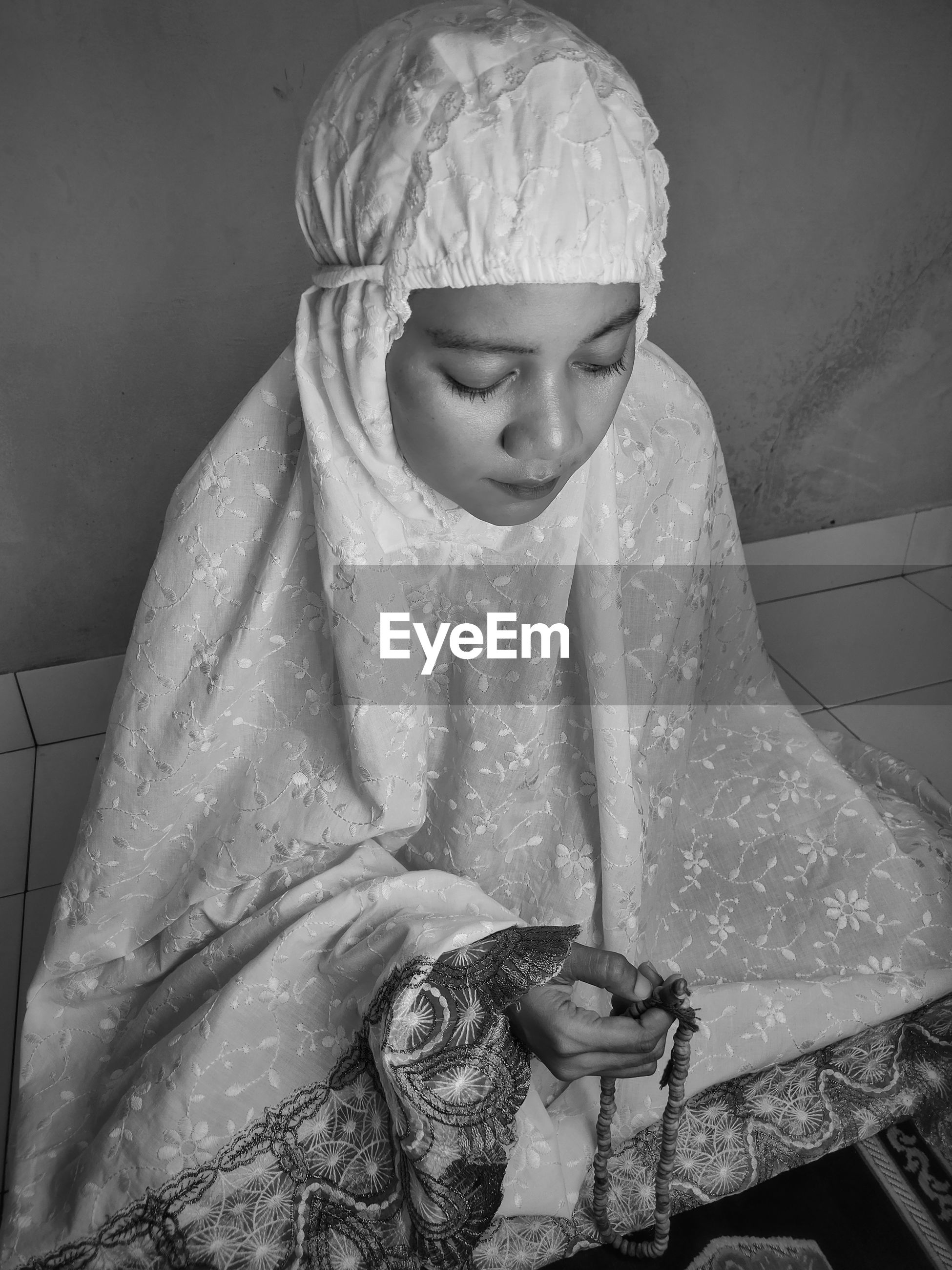 Muslim woman pray at home because corona virus