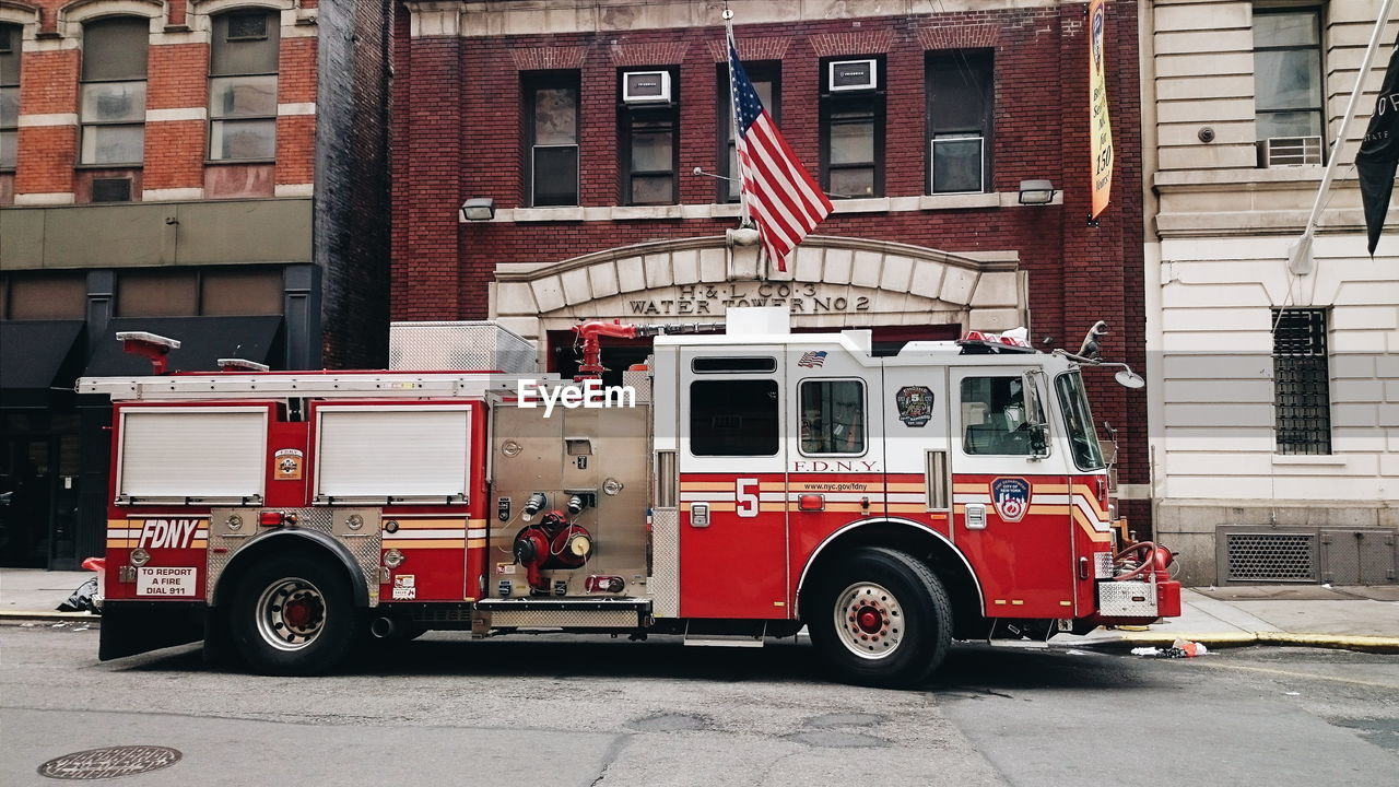 red, building exterior, rescue, fire engine, architecture, accidents and disasters, built structure, firefighter, outdoors, day