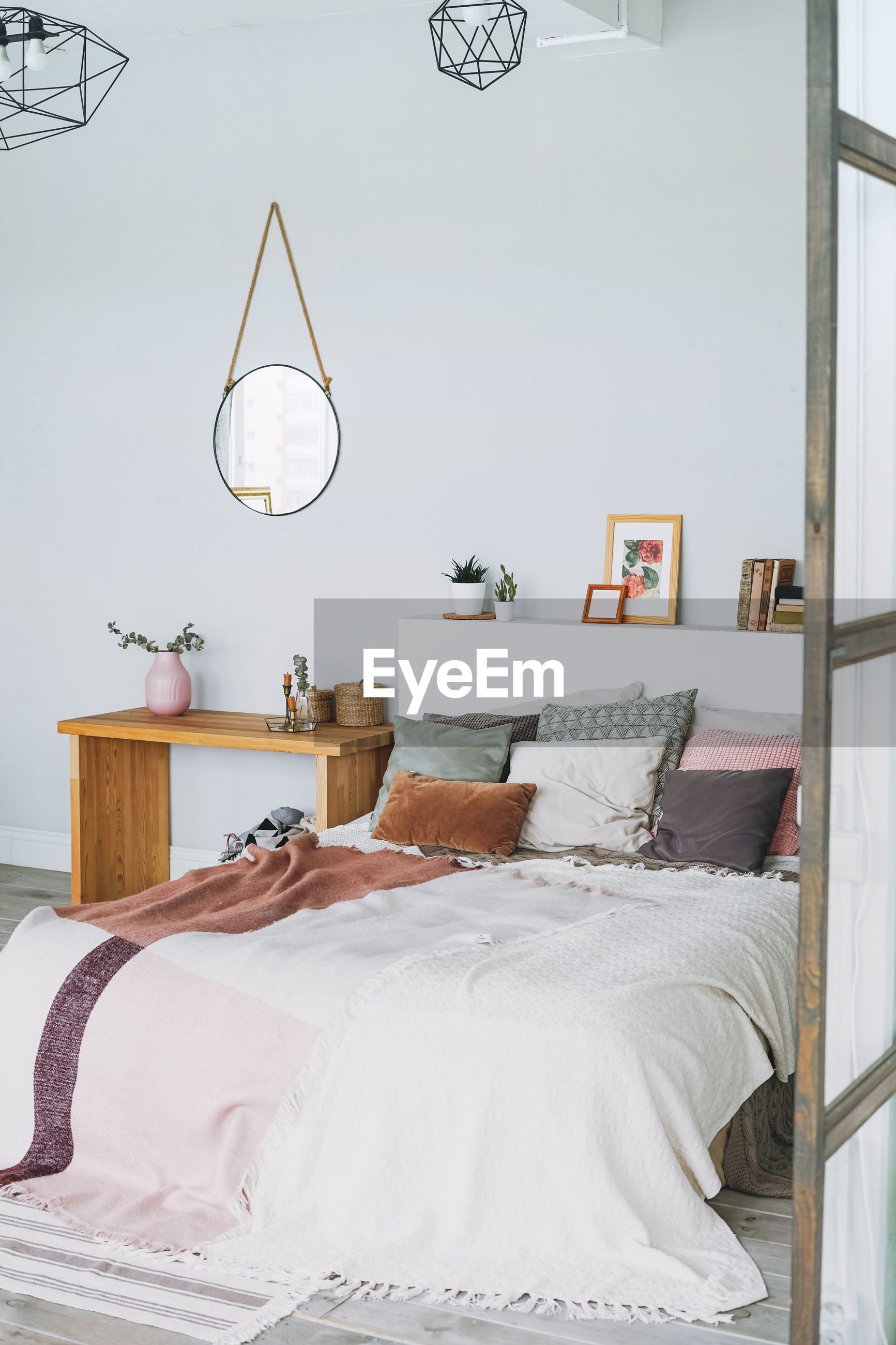 VIEW OF ELECTRIC LAMP ON BED