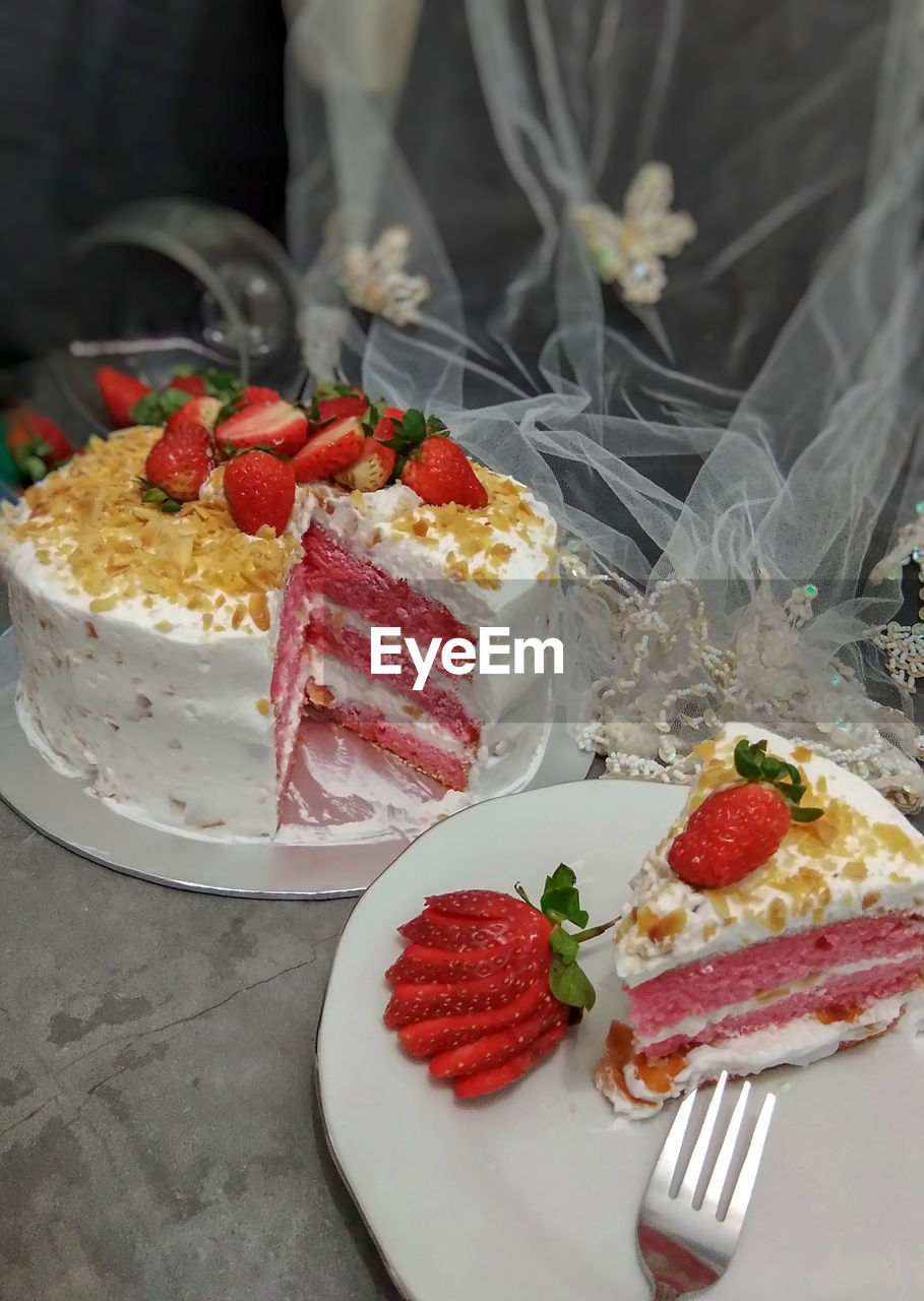 food and drink, food, freshness, berry fruit, strawberry, dessert, sweet, indulgence, sweet food, fruit, ready-to-eat, cake, indoors, close-up, temptation, plate, healthy eating, baked, table, no people, garnish, fruitcake