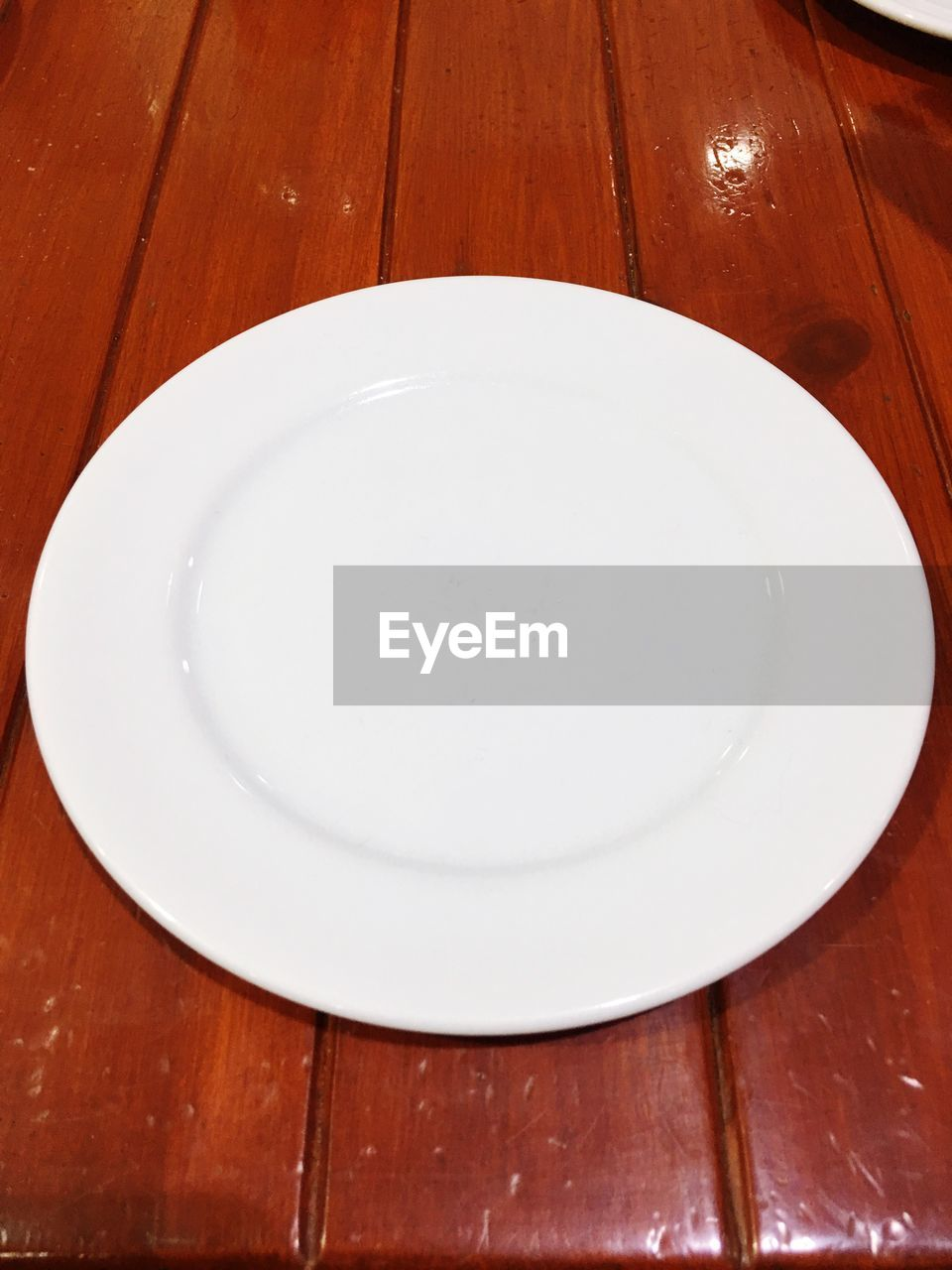 plate, table, wood - material, indoors, empty, white color, close-up, no people, freshness, food, day
