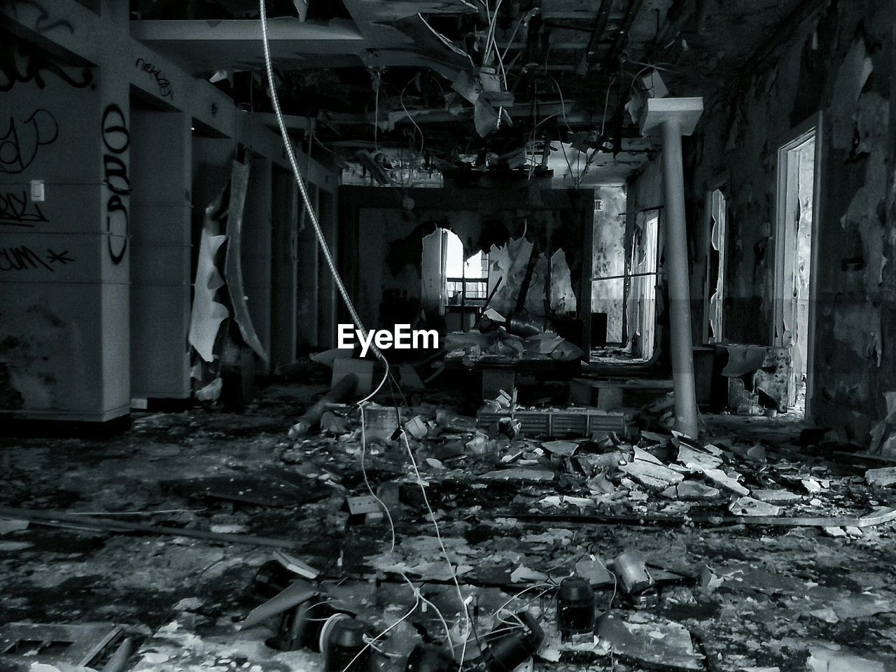abandoned, destruction, messy, damaged, architecture, indoors, run-down, built structure, rubble, desolate, no people, rotting, day