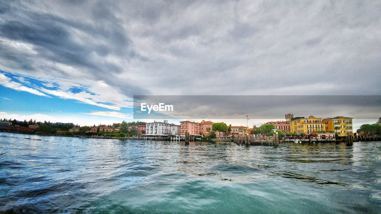 architecture, building exterior, built structure, sky, cloud - sky, water, waterfront, no people, city, outdoors, residential building, river, day, nature, cityscape, beauty in nature