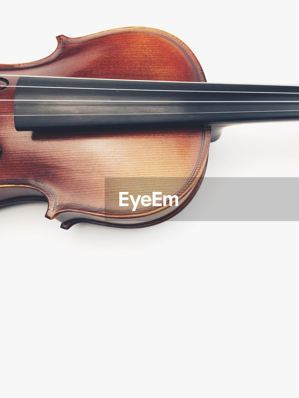 music, musical instrument, white background, musical instrument string, violin, arts culture and entertainment, studio shot, no people, indoors, close-up, day
