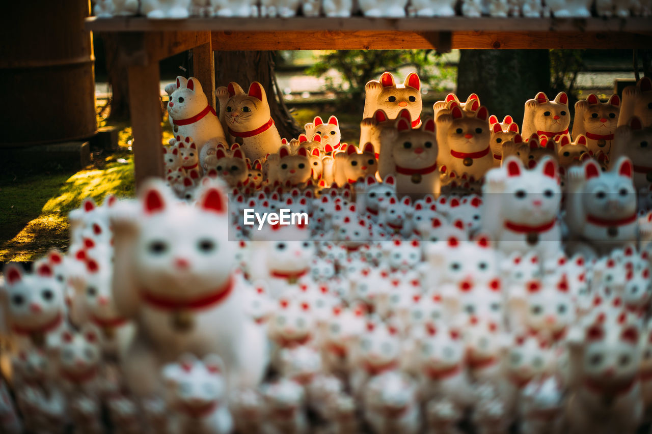 animal representation, figurine, toy, selective focus, no people, indoors, variation, snowman, day, large group of objects, close-up