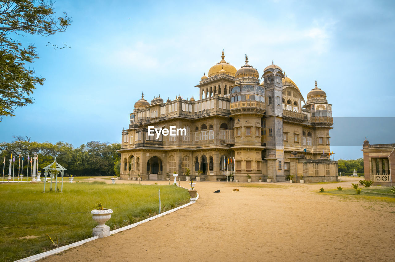 architecture, sky, built structure, building exterior, travel destinations, the past, history, travel, cloud - sky, tourism, nature, building, day, tree, religion, plant, place of worship, belief, arch, dome, outdoors, no people, courtyard, ancient civilization, luxury