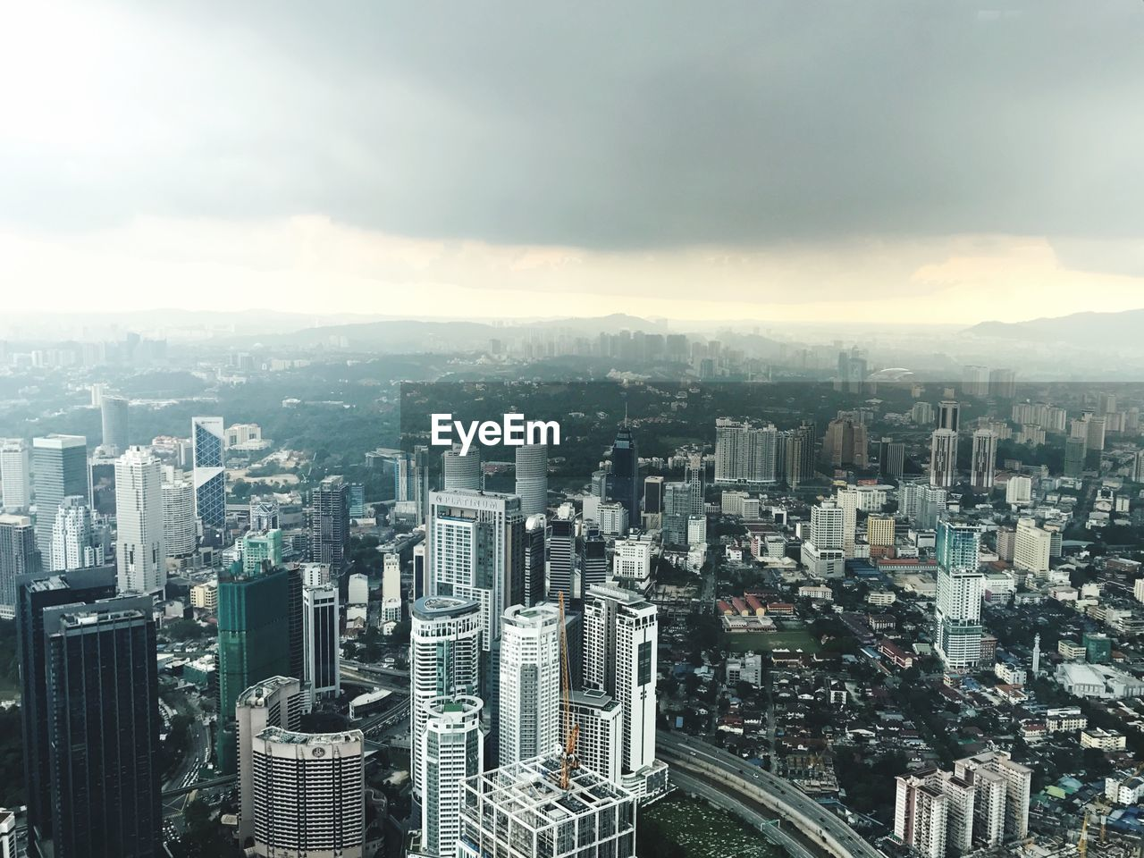 cityscape, building exterior, built structure, city, architecture, building, sky, crowd, tall - high, skyscraper, office building exterior, cloud - sky, nature, residential district, crowded, day, modern, high angle view, city life, outdoors, financial district