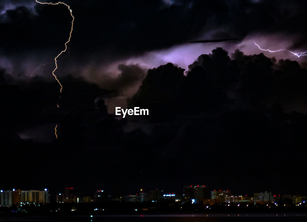 night, sky, illuminated, lightning, cloud - sky, storm cloud, no people, weather, thunderstorm, building exterior, outdoors, nature, beauty in nature, forked lightning, scenics, city, architecture, cityscape, silhouette, built structure, power in nature