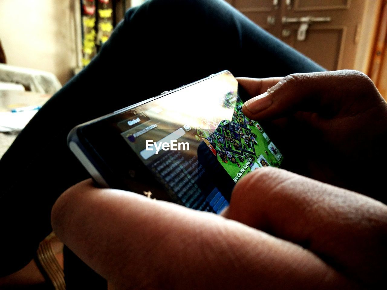 wireless technology, human hand, mobile phone, technology, smart phone, portable information device, communication, real people, indoors, human body part, screen, one person, holding, close-up, day