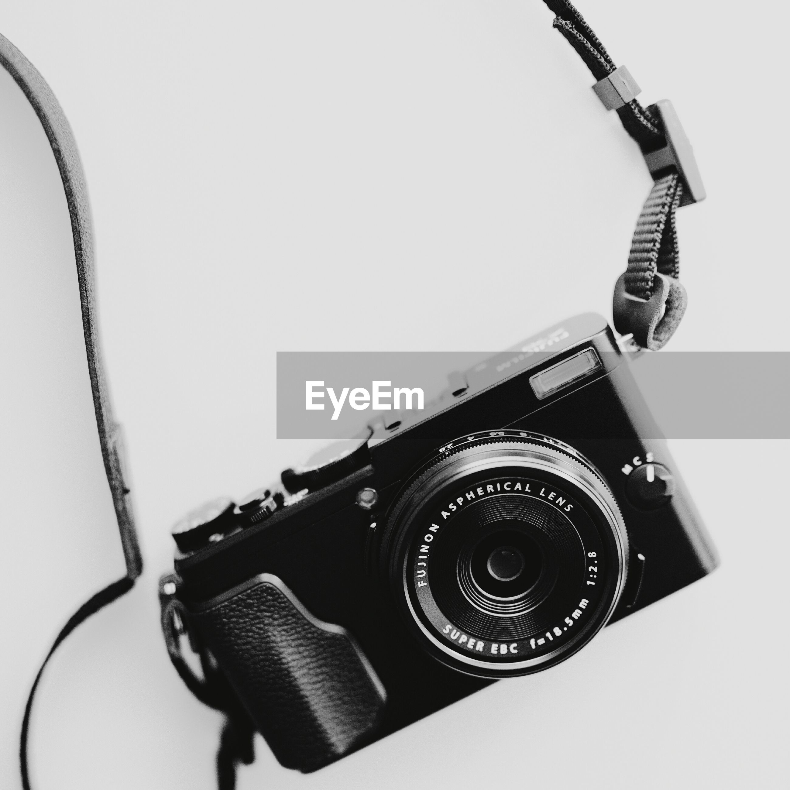 technology, no people, camera - photographic equipment, studio shot, close-up, photography themes, white background, indoors, day