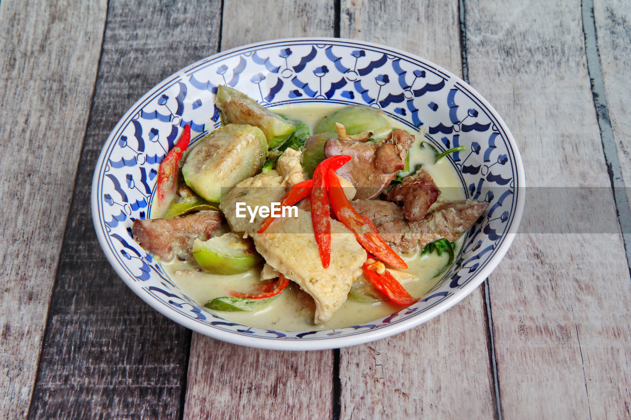 wellbeing, healthy eating, food and drink, food, freshness, wood - material, table, ready-to-eat, vegetable, indoors, bowl, still life, plate, no people, close-up, high angle view, serving size, fruit, directly above, slice, garnish, crockery