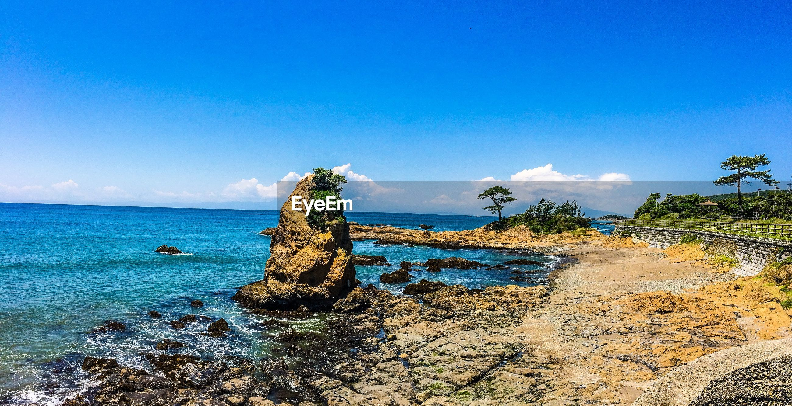 sea, horizon over water, water, beach, tranquil scene, blue, tranquility, scenics, shore, beauty in nature, sand, sky, nature, idyllic, coastline, copy space, incidental people, rock - object, cliff, clear sky