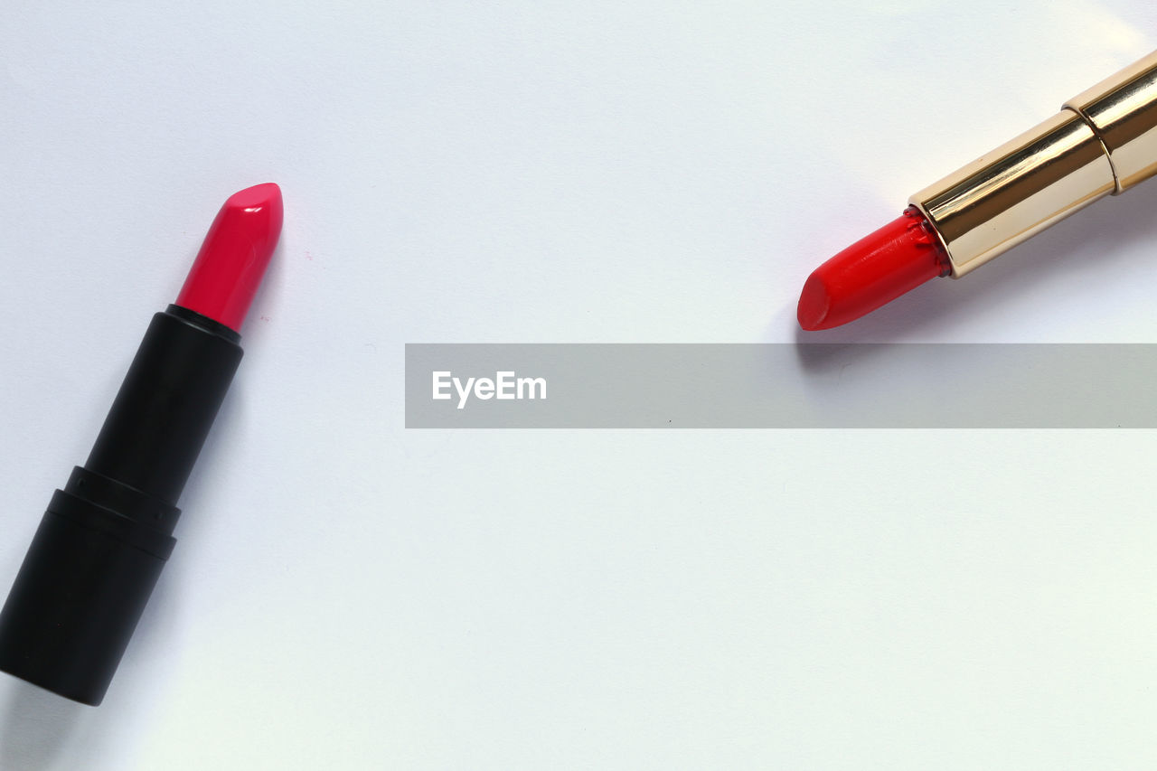 red, pen, white background, writing instrument, still life, studio shot, indoors, copy space, close-up, no people, high angle view, two objects, directly above, ballpoint pen, art and craft, felt tip pen, black color, group of objects, paper, make-up, fountain pen, art and craft equipment, nib