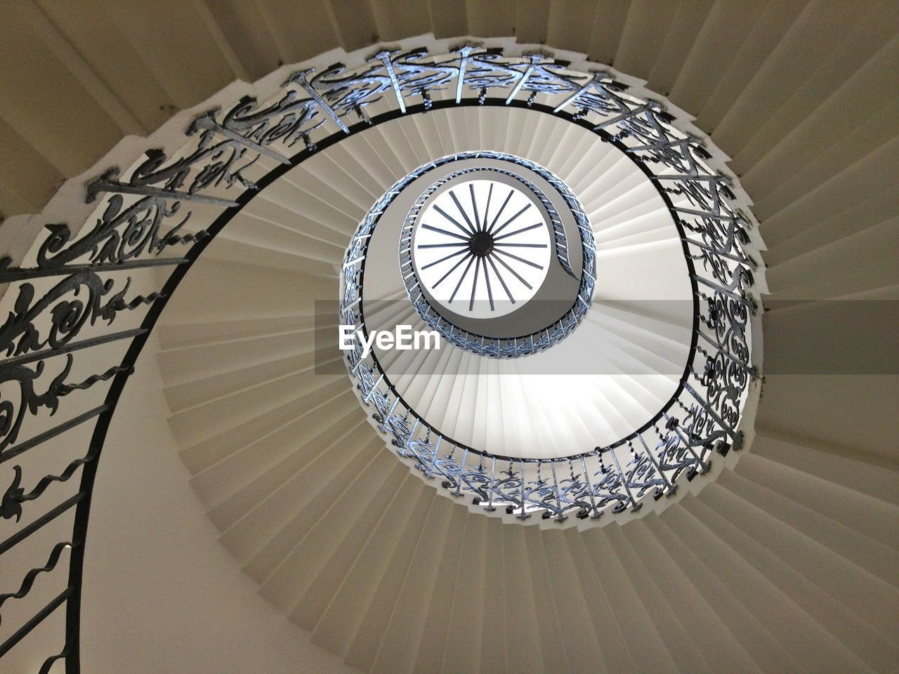 architecture, built structure, steps and staircases, staircase, railing, spiral, spiral staircase, indoors, pattern, low angle view, no people, design, directly below, day, geometric shape, shape, building, ceiling, circle, skylight, cupola, ornate
