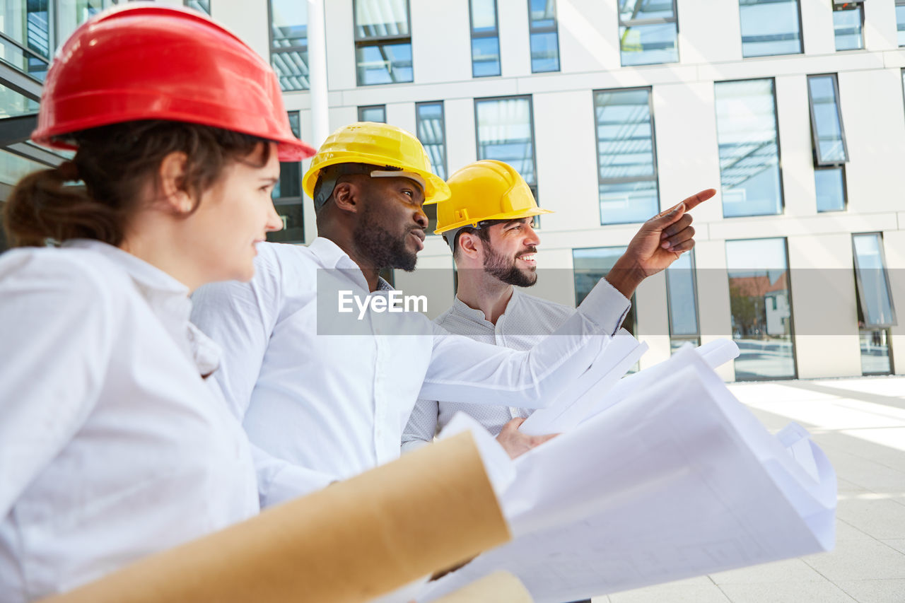 GROUP OF PEOPLE WORKING IN A OFFICE
