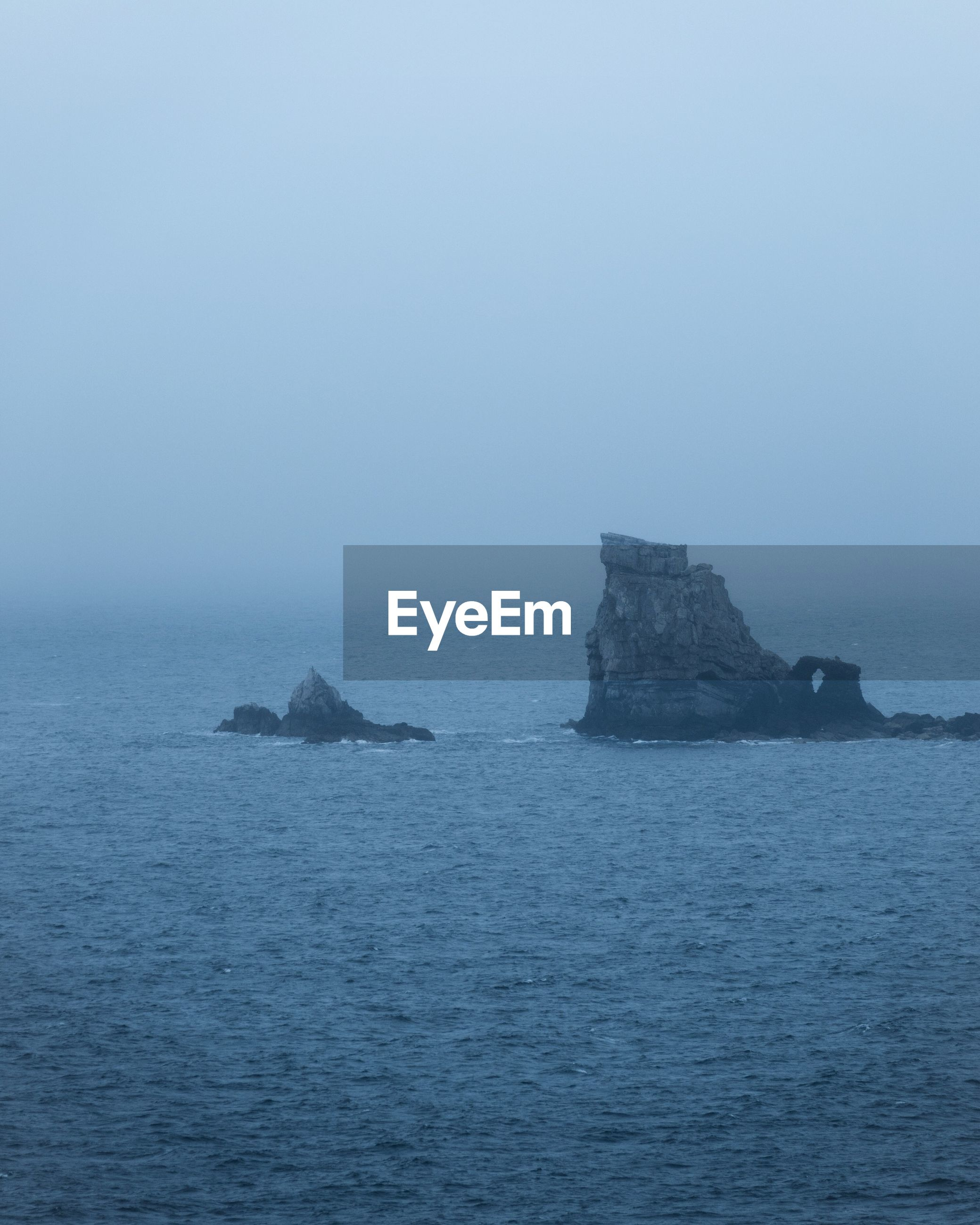 SCENIC VIEW OF SEA AGAINST SKY IN FOGGY WEATHER