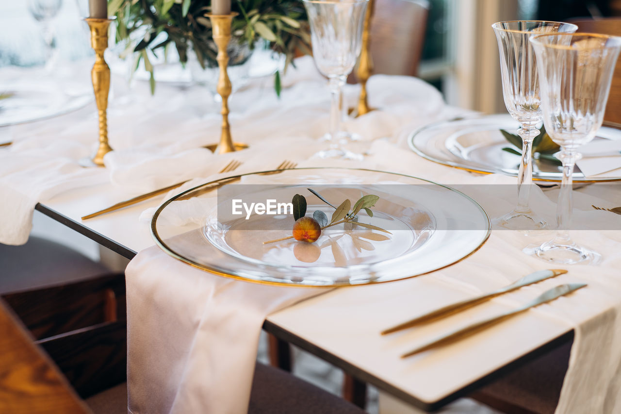 Decorating plate with figs on white table in restaurant
