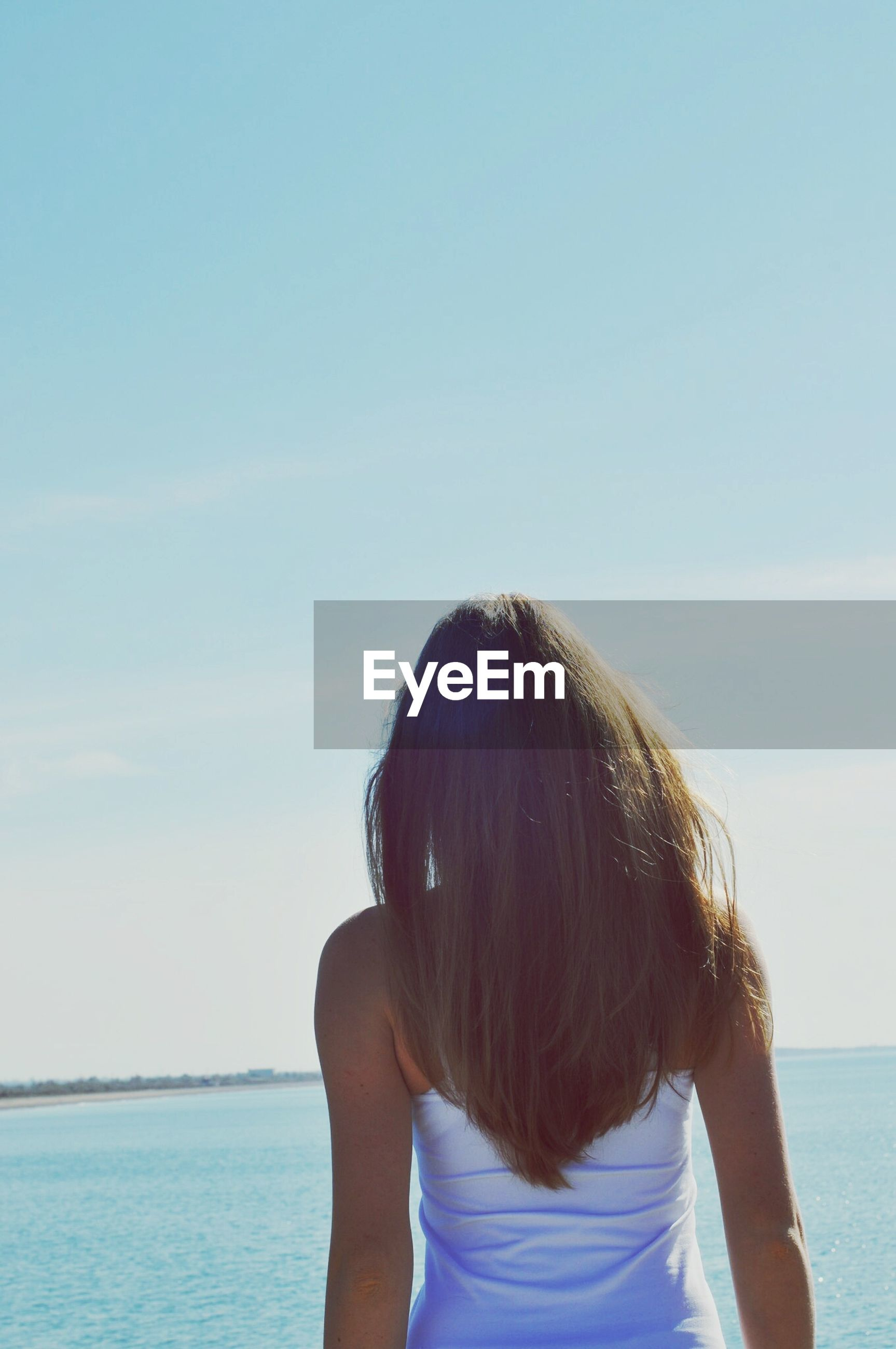 sea, water, rear view, horizon over water, beach, lifestyles, leisure activity, sky, headshot, tranquility, shore, scenics, person, vacations, nature, beauty in nature, tranquil scene, long hair