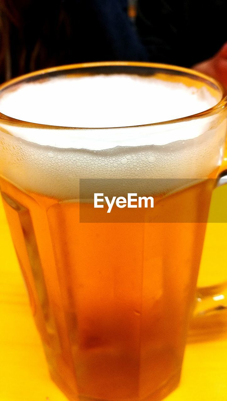 drink, refreshment, drinking glass, food and drink, beer glass, frothy drink, beer - alcohol, close-up, alcohol, freshness, beer, indoors, no people, table, pint glass, healthy eating, day