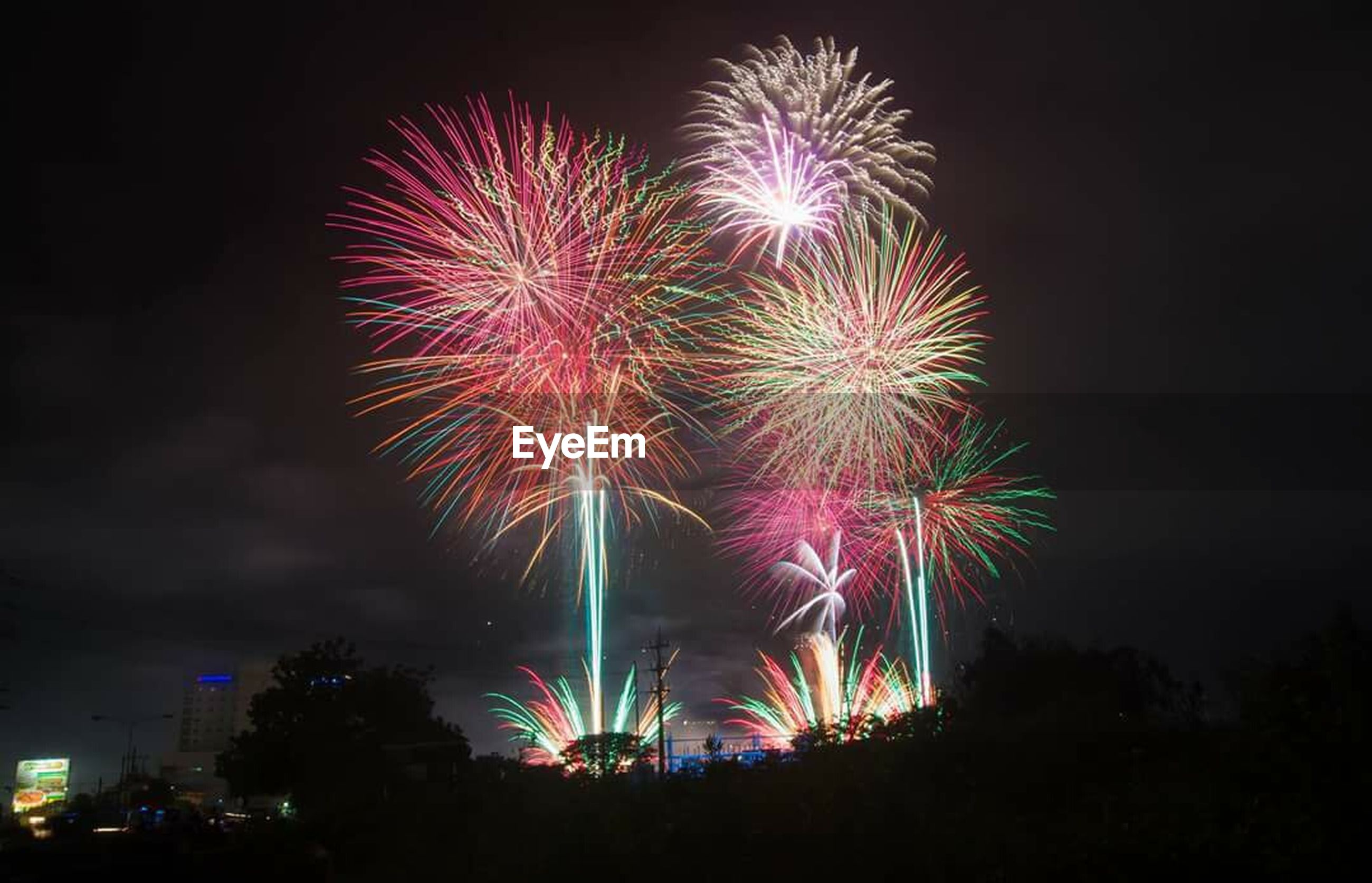 firework display, night, exploding, celebration, firework - man made object, multi colored, illuminated, new year's eve, sky, outdoors, no people, midnight