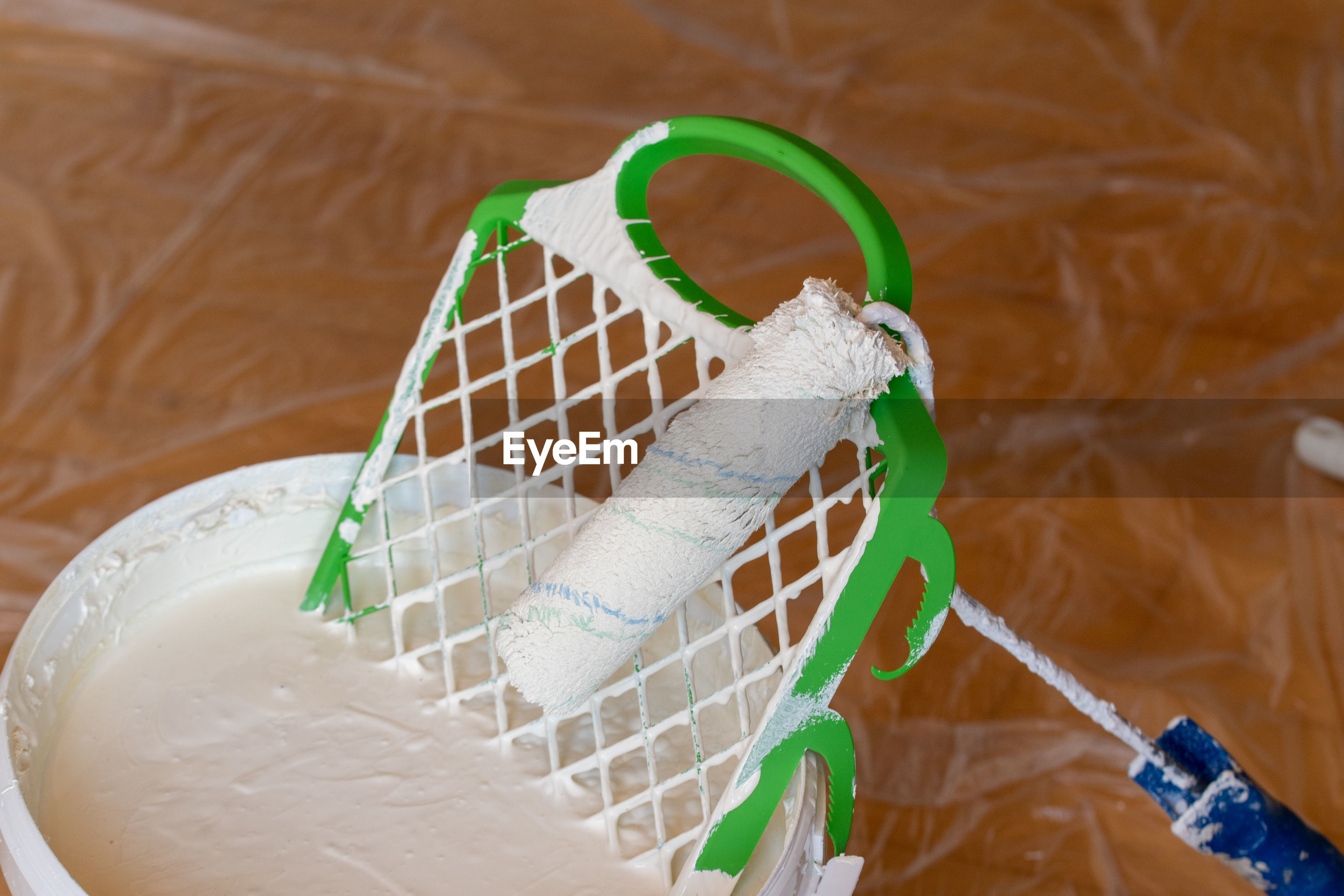 HIGH ANGLE VIEW OF ROPES ON PLASTIC