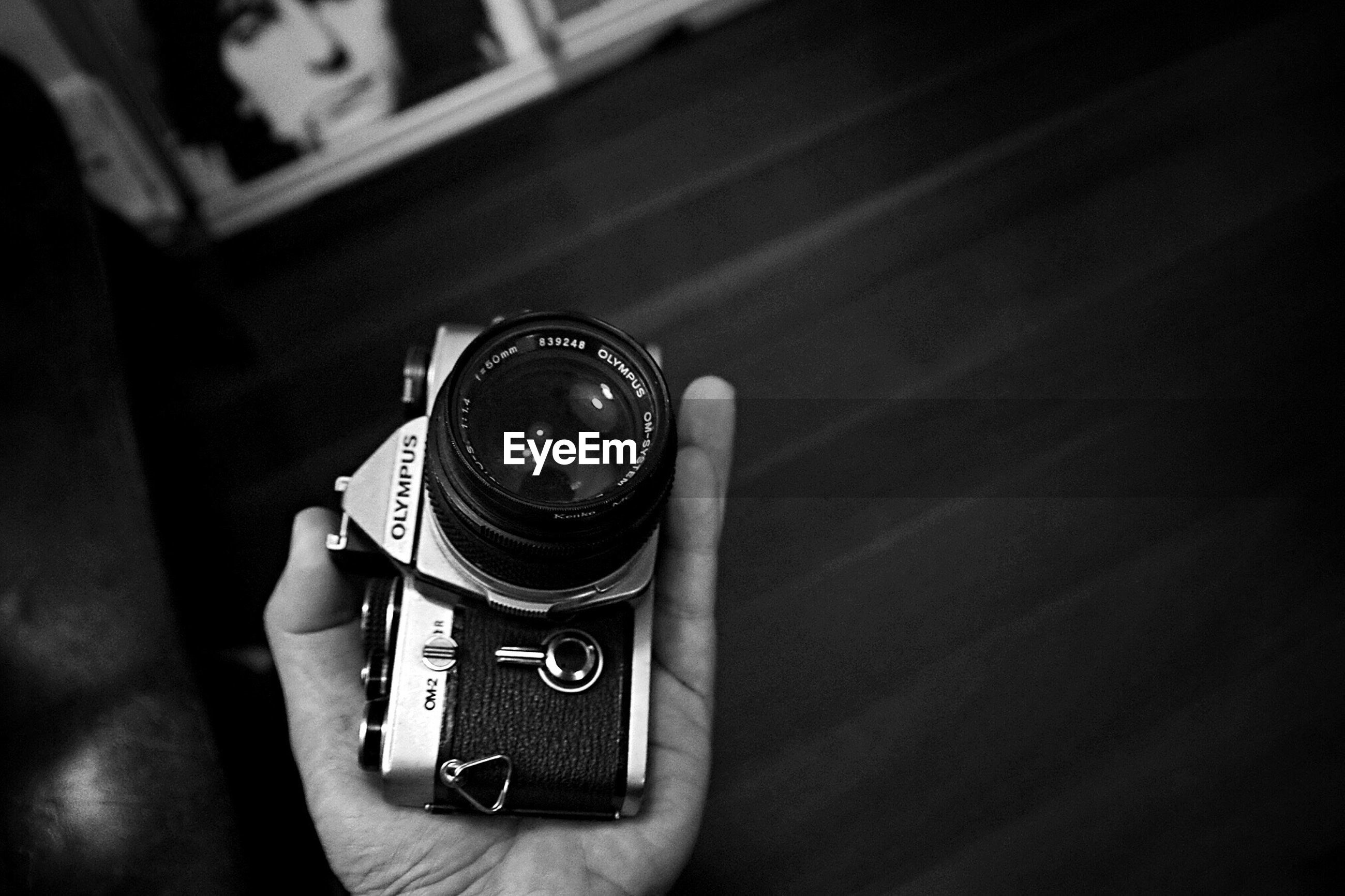 technology, photography themes, camera - photographic equipment, wireless technology, photographing, close-up, smart phone, focus on foreground, leisure activity, selective focus, lifestyles, lens - optical instrument, photographic equipment, part of
