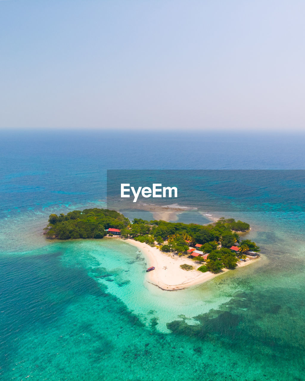 water, sea, sky, horizon, scenics - nature, horizon over water, tranquility, tranquil scene, idyllic, land, nature, beauty in nature, no people, turquoise colored, seascape, copy space, beach, day, island, outdoors, lagoon, swimming pool